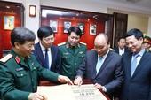 Thủ tướng thăm và làm việc với báo Quân Đội Nhân Dân