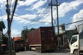 Xe quá tải chạy rầm rầm trên đường 'tử thần' ở quận 9