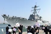 Tàu chiến Mỹ áp sát Hoàng Sa
