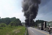 Xe bồn lao xuống chân cầu bốc cháy, có thể phải xây lại cầu