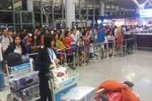 Tết này phải 'tạm biệt người thân sớm' ở sân bay Nội Bài