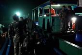 Tàu 2 cha con ở Quảng Ninh suýt trôi dạt sang Trung Quốc