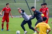 Thủ môn Văn Lâm và Tiến Dũng chưa chắc suất chơi AFF Cup