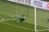 Lỗi của thủ môn Văn Lâm và cái thua ngược trong đau đớn!