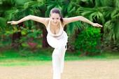 """Fan háo hức vì """"nữ thần yoga"""" diễn phim 3D"""