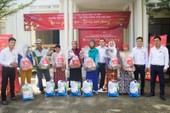 Tôn Hoa Sen tặng quà cho người nghèo đón Tết 2018