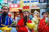 Phố người Hoa đông nghịt người trong Tết nguyên tiêu