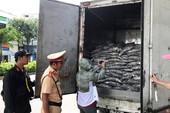 Bắt xe chở cá phế phẩm bốc mùi thối nồng nặc ở Đà Nẵng
