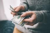 2 người đàn ông Trung Quốc 'làm xiếc', lấy 7 triệu đồng