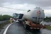 Lại tai nạn trên đèo Hải Vân: Xe khách đấu đầu với xe bồn