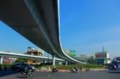 Ngày đầu thông xe cầu vượt ngã 7 gần sân bay Tân Sân Nhất