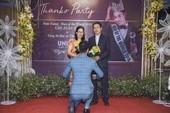 'Người đàn ông của Thế giới' 2018 quỳ gối tặng hoa cha mẹ