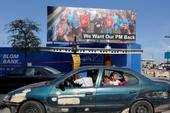 Thủ tướng bỏ sang Saudi Arabia, dân Lebanon mong trở về