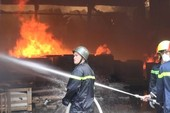 Xưởng gỗ rộng gần 3.000 m2 tan hoang sau vụ cháy