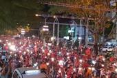 Dân Cần Thơ ra đường mừng Việt Nam thắng Philippines