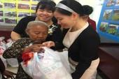 Đại biểu Quốc hội tặng quà tết ở quận 6 và Bình Tân