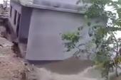 Clip ngôi nhà bị nhấn chìm trong biển nước