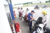Giữ giá xăng, điều chỉnh giá dầu