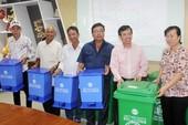 VWS tặng 381 thùng rác cho xã Đa Phước