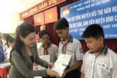 Trao học bổng cho 150 HS-SV nghèo, học giỏi Bình Chánh