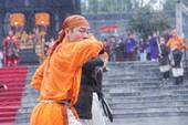 Đội mưa lạnh tái hiện cảnh Nguyễn Huệ lên ngôi hoàng đế