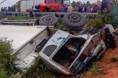 Xe tải lật nghiêng khiến 3 người thương vong