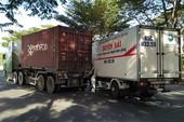 Xe tải tông đuôi container ở Bình Chánh, 2 người bị thương