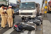 Ô tô tải húc văng nhiều xe máy tại 1 giao lộ ở Bình Tân