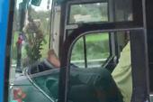 Sa thải tài xế dùng chân lái xe ở cao tốc Trung Lương