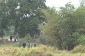 Đốt bãi lau sậy tìm nghi can cướp xe máy ở Bình Chánh