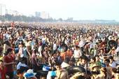 Hàng vạn người chơi lễ trên biển Sầm Sơn