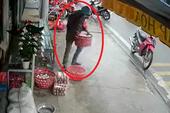 Thanh niên trộm cả rổ trứng ở tiệm tạp hóa