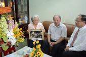 Ông Tất Thành Cang thăm nguyên lãnh đạo ĐH Bách khoa TP.HCM