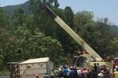 Xe tải lật đè 2 người trong ô tô con tử vong