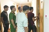 Chủ căn hộ khách sạn bị nhốt, đe dọa