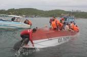 Lật tàu du lịch trên vịnh Nha Trang, 2 người chết