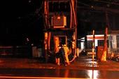 Cháy trạm biến áp trước cổng UBND phường