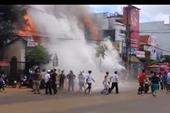 Hỏa hoạn thiêu rụi 3 cửa hàng