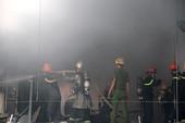 Cháy gara ô tô ở Đà Nẵng, 7 xe cứu hỏa đến hiện trường