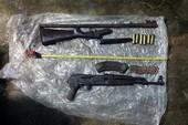 Khám nhà kẻ mang lựu đạn đi đòi nợ, phát hiện súng AK