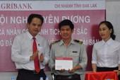 Agribank Đắk Lắk khen thưởng nhân viên ứng phó với cướp