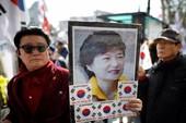 Ủng hộ bà Park Geun-hye, một người biểu tình thiệt mạng