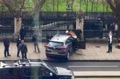 Tông xe, nổ súng trước cửa tòa nhà Quốc hội Anh