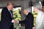 Diện kiến Nhật hoàng, Tổng thống Trump bắt tay đơn giản