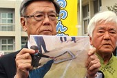 Cửa trực thăng Mỹ rơi, học sinh tiểu học Nhật bị thương