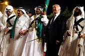 Ông Trump hào hứng dự lễ 'nhảy kiếm' tại Ả Rập Saudi