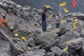 Khói vàng mã nghi ngút ở điểm lở đất Trung Quốc