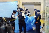 Tokyo chấn động với vali chứa thi thể giấu trong rừng