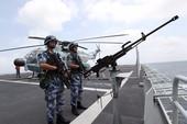 Người nhái Nhật áp sát tàu chiến Trung Quốc