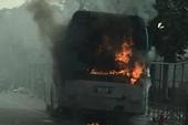 Xe khách bốc cháy dữ dội trên Quốc lộ 1A